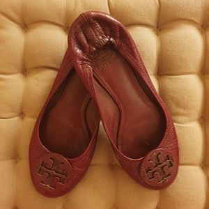 TORY BURCH burgundy flats - great condition